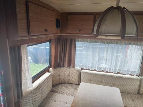 Sitzecke mit Möglichkeit zum Umbau als Doppelbett